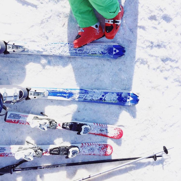 Mama-und-Mini-Skifahrn