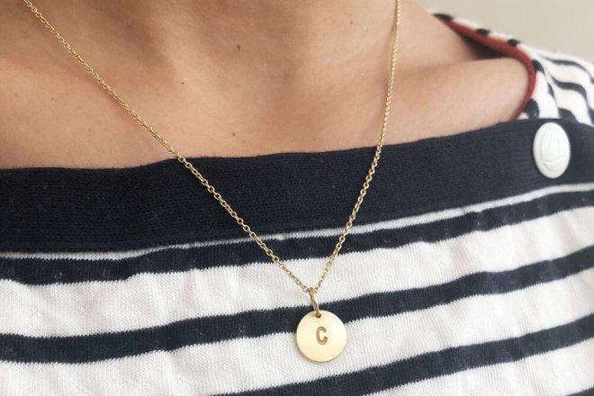Weihnachtsgeschenk für Mütter. Eine personalisierte Halskette