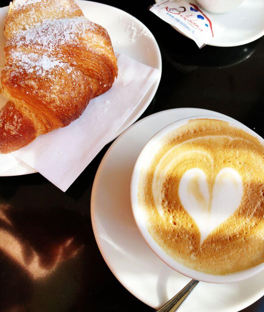 Cappuccino gegen die Frühjahrsmüdigkeit
