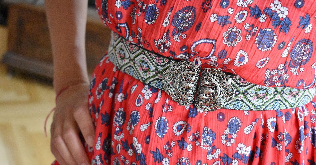 Der Taillengürtel ist in dieser Sommersaison das Trend Accessoire