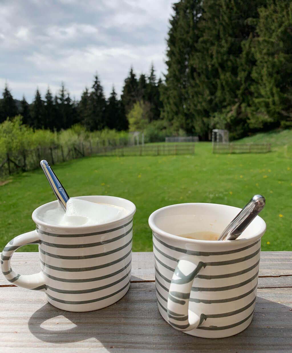 Cappuccino trinken im Algäu