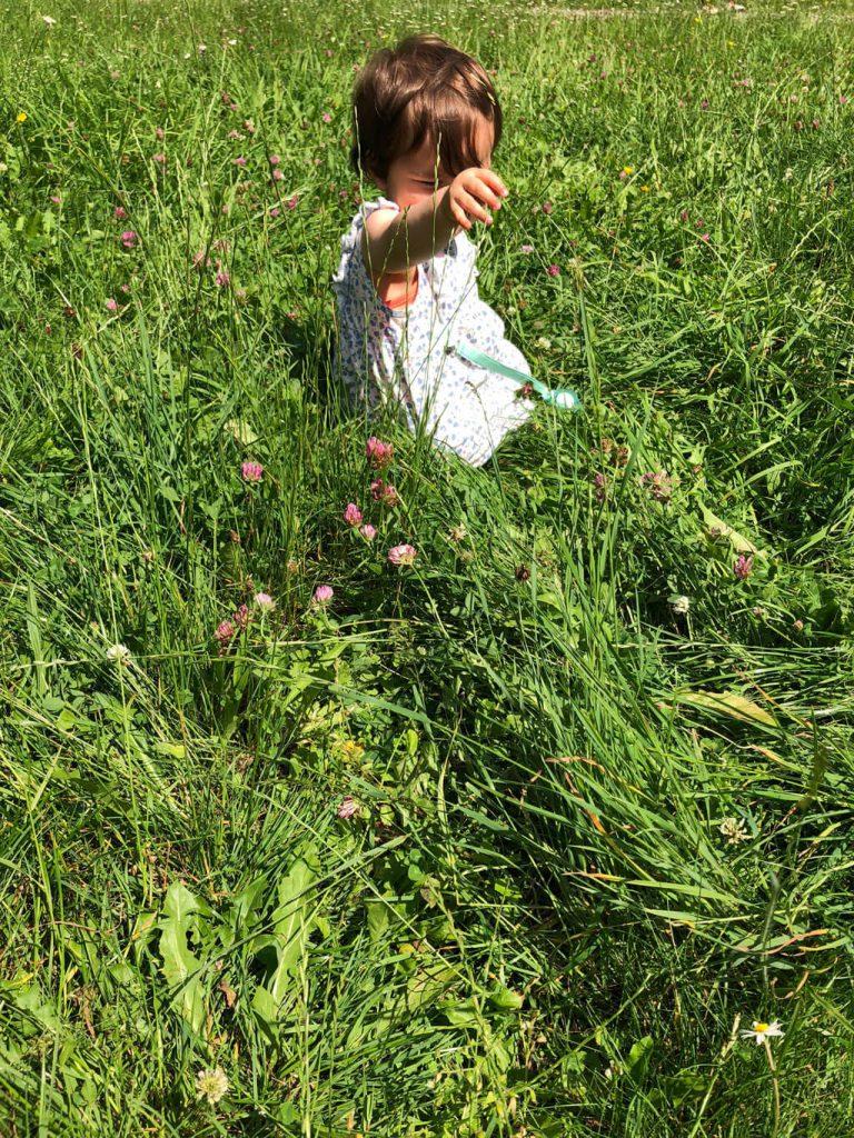 Der Englische Garten ist in München mit Kindern ein toller Ort zum Entspannen in der Natur.